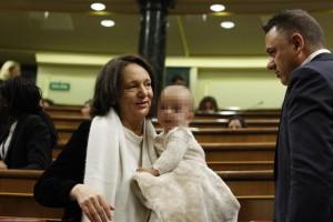 Bescansa con su bebé en el Congreso. Foto tomada de www.elpais.com