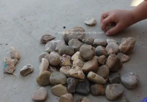 jugar con piedras