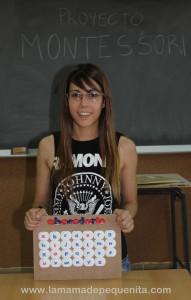 abecedario con tapones de leche Montessori