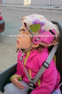 Como sujetar la cabeza del bebé en una silla de la bici