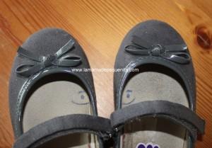 como enseñar a un niño a colocarse los zapatos