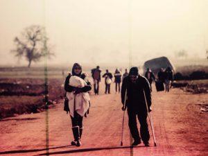 Así portean las mamás Sirias, algunas durante kilómetros.