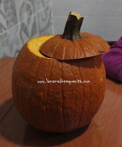 como cortar una calabaza de Halloween